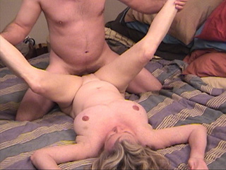 Blonde grandma assfucked with her legs lift up - Picture 2