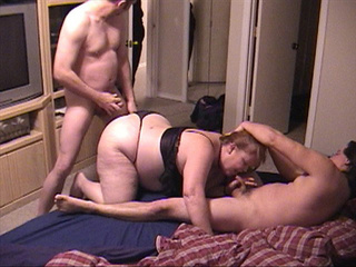 Plump old bitch in black lingerie plugged from both ends - Picture 1