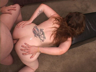 Tattooed curvy brunette mom asspounded in doggy style - Picture 2