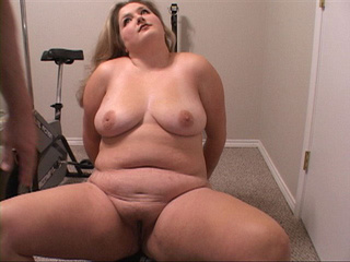 Chubby blonde mama banged on exerciser - Picture 2