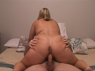 Huge-titted blonde babe exposing her delights - Picture 1
