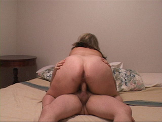 Blonde plump mom fucked variously at the exerciser - Picture 2