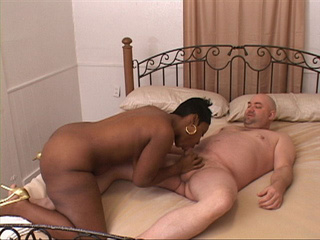 Chubby black mom riding white schlong - Picture 4