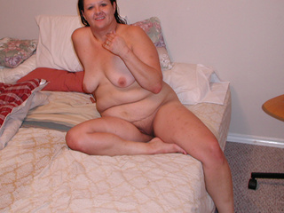 Plump brunette mom doggystyled - Picture 1