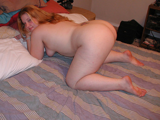 Ponytailed plump babe exposing her gaping butthole - Picture 3