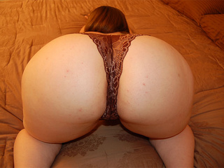 Plump mom in lingerie takes it off to show off her - Picture 2