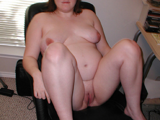 Chubby bitch in glasses waiting for anal sex - Picture 2