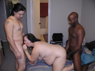 Black and white dudes handling fat bitch - Picture 3