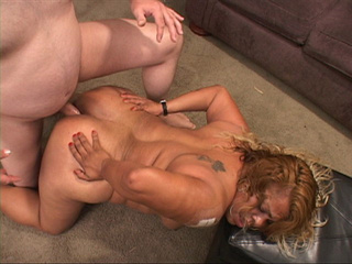 Tattooed swarthy mature assfucked in doggy style - Picture 3