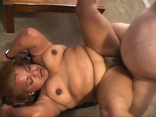 Fat ebony mature opens her back door for white boner - Picture 3