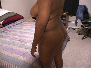 Ebony big titted mom showing off her delights - Picture 2