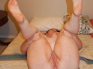 Fat bitch showing off her slammed bottom - Picture 4