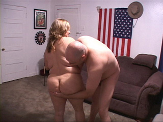 Fat fair-haired mom gets nude preparing for banging - Picture 3