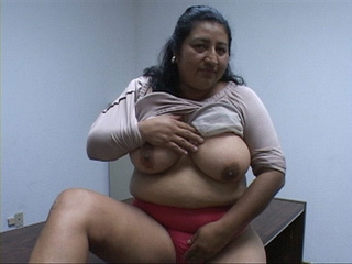 Ponytailed mature latina head fucked - Picture 3