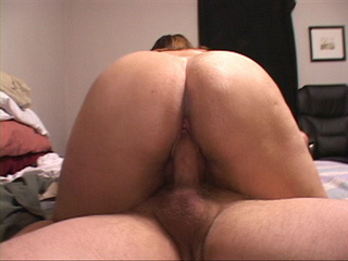 Fat ass MILF jumps on a stiff rod - Picture 4