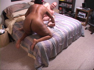 Ebony mama loves hard doggy style into ass - Picture 2