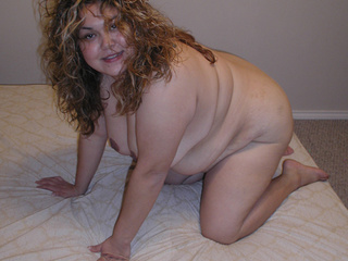 Curly fat mom preparing for assfucking on doggy style - Picture 3