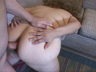 Plump curly mom giving a blowjob - Picture 3