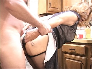 Latina granny in pantyhose and glasses assfucked - Picture 2