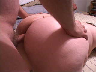 Fat old bitch spreads her legs to take a dick into her - Picture 3