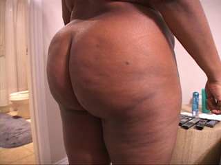 Bootylicious black housewife sucking cock before - Picture 1