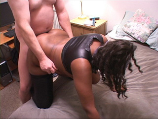 Horny dude enjoys rimming fat black butt - Picture 2