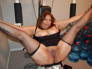 Big bottom latina granny in stockings posing in the - Picture 4