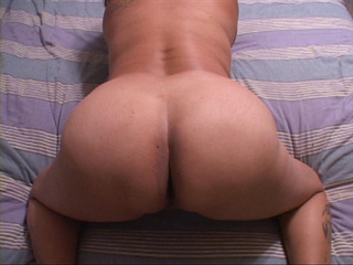 Tattooed latina mature shows off her fat ass - Picture 1