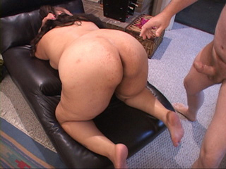 Bald dude oils fat latina mom's ass before assdrilling - Picture 4