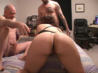 Big ass housewife plugged both ends - Picture 3