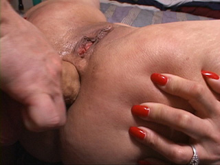 Chubby slut gets her butthole slammed badly - Picture 2