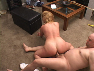 Bald dude riming hard hot blonde MILF with curly hair - Picture 2