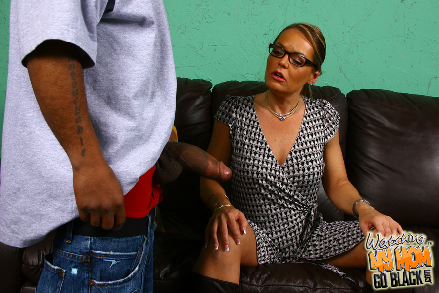 Older wife wants big cock