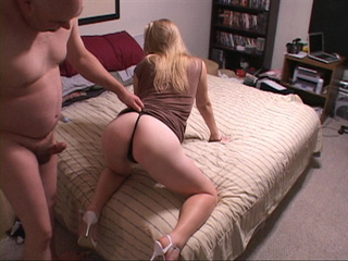 Slutty blond bitch gets a face job and a fucked ass - Picture 3
