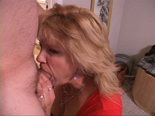 Pervert bitchy mom goes blowjobbing and ass fuckingly - Picture 3