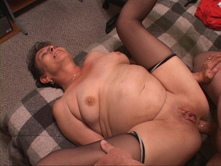 Cock-loving granny is happy to be fucked - Picture 2