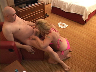 Kinky lady gets on knees to suck dick before both do 69 - Picture 1