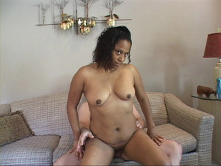 Horny Brazilian mama moans as she has her ass fucked - Picture 3