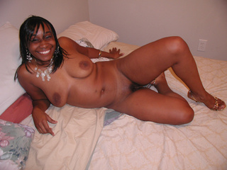 Sexy mommas  go nude to show off their hot and seductive - Picture 1
