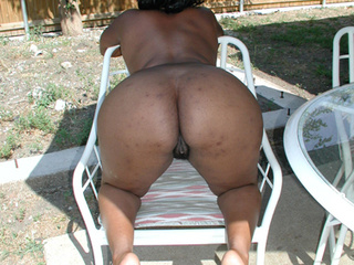 Sexy mommas  go nude to show off their hot and seductive - Picture 2