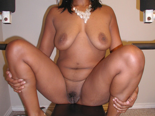Sexy mommas  go nude to show off their hot and seductive - Picture 3