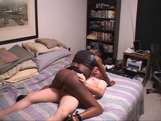 Sexy ebony lusty lady enjoys hot deep anal penetrations - Picture 1
