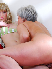 Lesbian mom wakes up sleeping daughter and gives - XXXonXXX - Pic 11