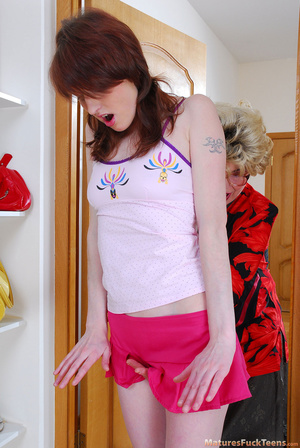 Lesbian mommy had a hard day and she wants her sweet teen daughter to make her happy - XXXonXXX - Pic 3