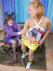 Horny mama easily seduces sweet curious teen - XXXonXXX - Pic 3