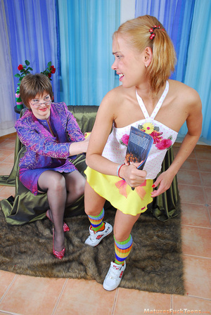 Horny mama easily seduces sweet curious teen - XXXonXXX - Pic 3