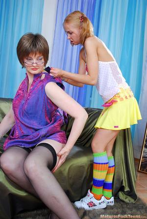 Horny mama easily seduces sweet curious teen - XXXonXXX - Pic 9