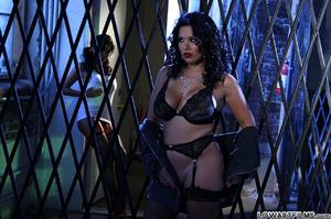Hot sexy full figured babes undress - XXX Dessert - Picture 3