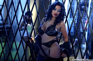 Hot sexy full figured babes undress - XXX Dessert - Picture 4
