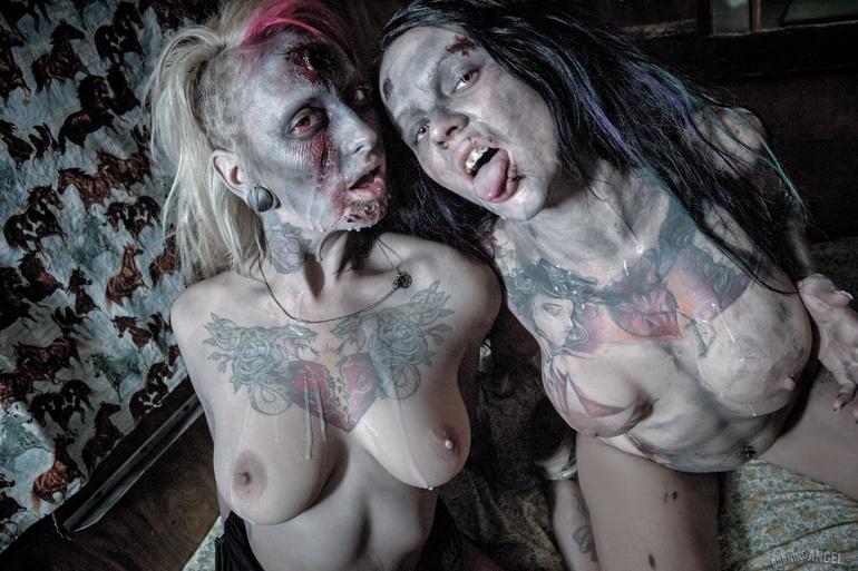 smoking hot nude lesbians